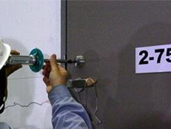 建築の非構造部材であるドアの耐震安全性に関する実験